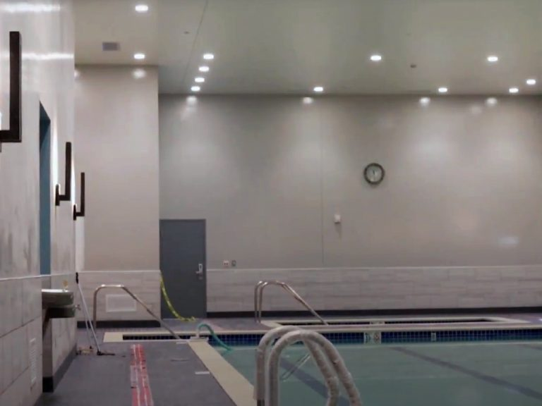 Chuze Fitness pool